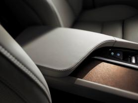 2015-Volvo-XC90-interior-controls-press-image