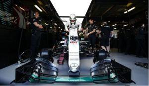 Lewis-Hamilton-Mercedes-F1-2015-Australian-Grand-PRix